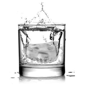 dentiera nel bicchiere