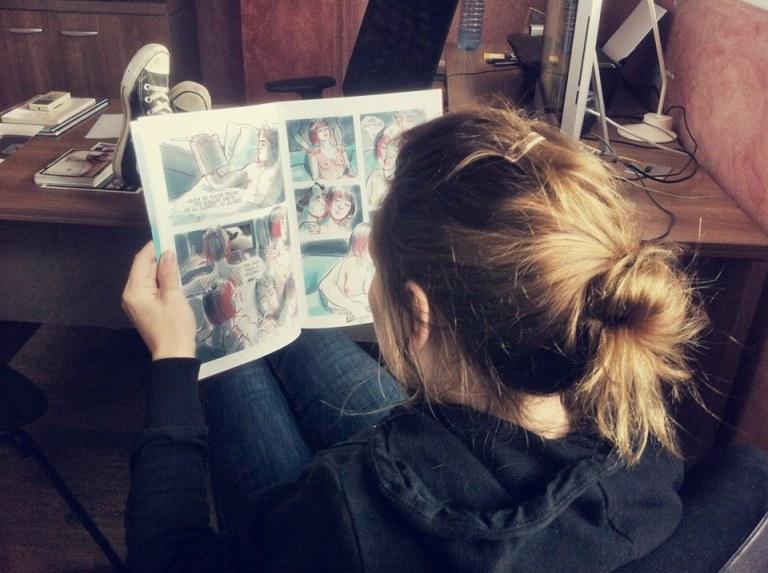 Leggere fumetti è sexy - Erika Lust legge Partitura notturna di C.J. Turquoise